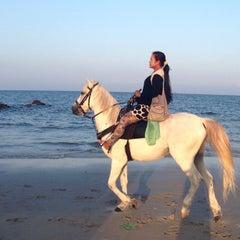 Photo taken at ชายหาดหัวหิน (Hua Hin Beach) by pangphunn on 1/16/2013