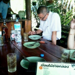 Photo taken at เรือนไม้ชายคลอง by Adome on 12/8/2012
