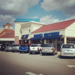 Photo taken at Brooks Brothers Factory Store by BuyTheSeaProperty a. on 10/6/2012