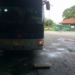 Photo taken at Medan Gopeng Bus Terminal by hana m. on 3/3/2013