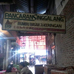 Photo taken at Pasar Induk Caringin by Fitriani G. on 1/14/2014