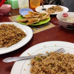 Photo taken at Mie Bandung by Elizabeth S. on 10/17/2014