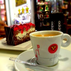 Photo taken at Cafeteria Elisée by Cristiane on 11/27/2012