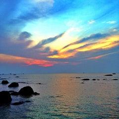 Photo taken at ชายหาดหัวหิน (Hua Hin Beach) by 🌟Evgeniy🌟 on 10/14/2013