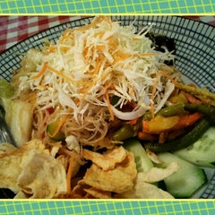 Photo taken at Organic Express - Meat Free Dining Experience - TCH by Purple T. on 9/26/2012