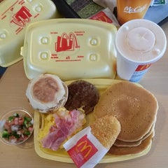 Photo taken at McDonald's by Carlos Manuel S. on 3/17/2014