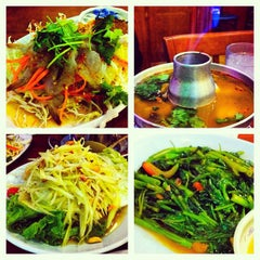 Photo taken at Ruen Pair Thai Restaurant by Steven L. on 10/22/2012