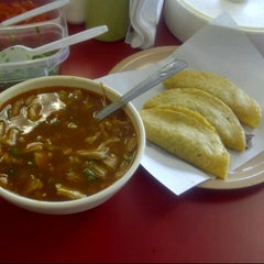 Photo taken at Tacos El Güero by Khaly K. on 12/9/2012