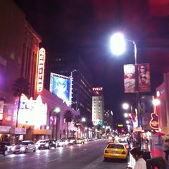 Photo taken at Hollywood Boulevard by Nilüfer İnandım on 9/14/2012