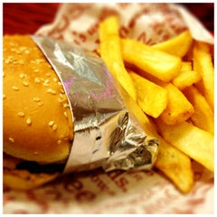 Photo taken at Red Robin Gourmet Burgers by Wes E. on 1/6/2013