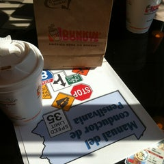 Photo taken at Dunkin Donuts by Edili on 4/3/2013