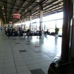 Photo taken at Terminal Rodoviário Internacional de Itajaí (TERRI) by Ra F. on 4/16/2013
