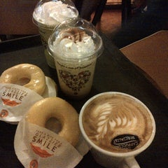 Photo taken at J.Co Donuts & Coffee by Isti I. on 1/26/2014
