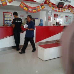 Photo taken at Pejabat Pos (Post Office) by Shamsul Fazily H. on 2/6/2013