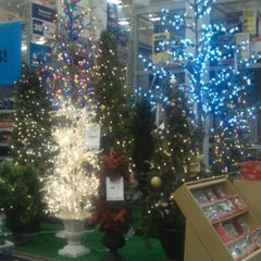 Photo taken at Lowe's Home Improvement by Volodymyr S. on 12/3/2013