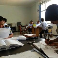 Photo taken at Universitas Hang Tuah by Dyka A. on 10/2/2012