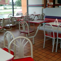 Photo taken at Taco Bell by Todd H. on 6/7/2015