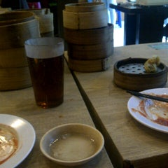 Photo taken at Bamboo Dimsum by Hendra K. on 2/8/2014