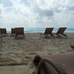 Foto tomada en Sunset Royal Beach Resort por Ana Laura M. el 9/28/2012
