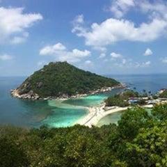 Photo taken at เกาะนางยวน รีสอร์ท | Koh Nang Yuan Dive Resort by Steve D. on 4/5/2015