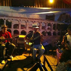 Photo taken at Quintal Restaurante, Bar e Lounge by Ana Mayumi on 1/26/2013