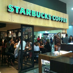 Photo taken at Starbucks by Mauricia C. on 7/20/2013