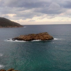 Photo taken at Λιμνιώνας (Limnionas Beach) by Antonis G. on 11/10/2012
