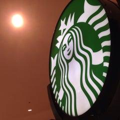 Photo taken at Starbucks by Mappyup H. on 10/3/2015