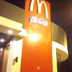 Photo taken at McDonald's & McCafé by ❄Bebé Cerdo Y. on 7/17/2013