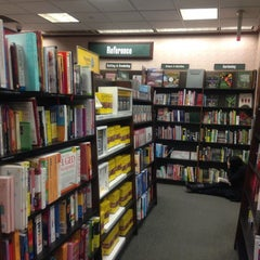 Photo taken at Barnes & Noble by Luis on 11/12/2012