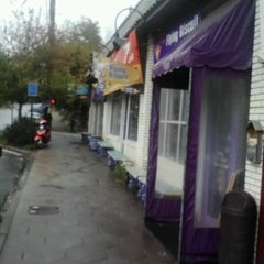 Photo taken at The Flying Biscuit Cafe by Lola W. on 11/7/2012