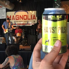 Photo taken at Magnolia Motor Lounge by Bailie on 6/28/2015