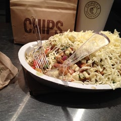 Photo taken at Chipotle Mexican Grill by Arturo on 11/16/2012
