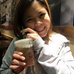 Photo taken at Starbucks by fahsai t. on 1/28/2015