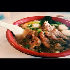 Photo taken at 7 Village Noodle House (七廊粿條湯) by BloodyShaine on 1/23/2015