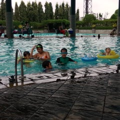 Photo taken at Batununggal Indah Club (Sports Center) by Dony Y. on 3/1/2015