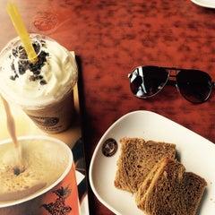 Photo taken at OldTown White Coffee by Amirul C. on 8/12/2015