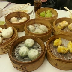 Photo taken at Dim Sum Go Go by Kun Woo K. on 10/14/2012