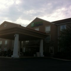 Photo taken at Holiday Inn Express & Suites Alcoa (Knoxville Airport) by Hugh on 9/29/2012