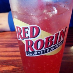 Photo taken at Red Robin Gourmet Burgers by Susan N. on 1/26/2013