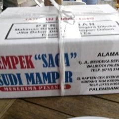 Photo taken at Pempek Saga Sudi Mampir by Imad M. on 8/29/2014