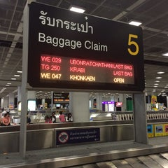 Photo taken at Baggage Claim 5 by Pradabpong W. on 10/26/2015