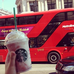 Photo taken at Starbucks by Lina💥 on 7/9/2013