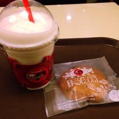 Photo taken at CAFFÉ PASCUCCI by HYUNDAN K. on 11/20/2014