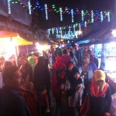 Photo taken at Pasar Malam Jalan Tuanku Abdul Rahman by shafwan w. on 12/1/2012