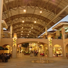 Photo taken at Alabang Town Center by Tin on 4/3/2013