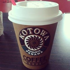 Photo taken at Kotowa Coffee House by Ytzvan A. M. on 10/10/2012