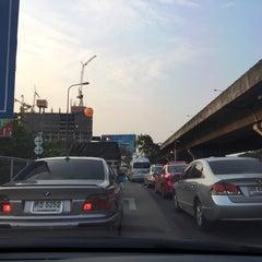 Photo taken at สะพานข้ามแยกประชานุกูล (Prachanukun Flyover) by ShowpowMay J. on 2/13/2015