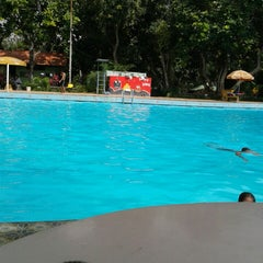 Photo taken at Tirta Wiguna Swimming Pool by Abdul M. on 4/6/2014
