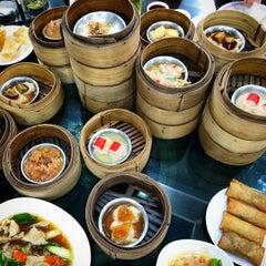 Photo taken at ท่องกี่ ภัตตาคาร (Thong Kee Restaurant) by Panya S. on 11/13/2014